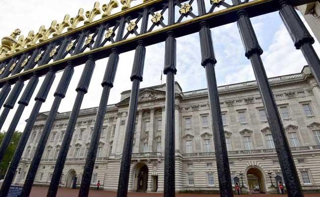 El Palacio de Buckingham debe mejorar en diversidad, dice Royal Source